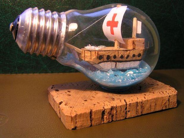 Manualidades con bombillas - barco