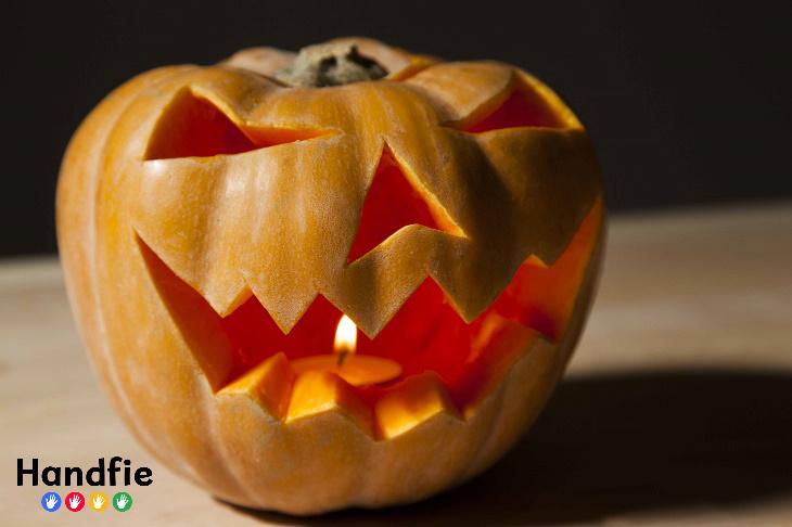 Calabaza terrorífica para Halloween Handfie