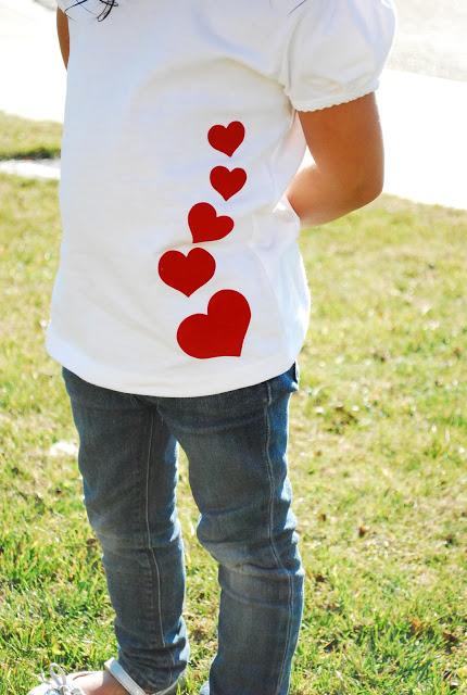 23 manualidades con fieltro - Handfie - camiseta decorada con fieltro