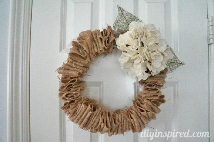 Reutiliza una percha para crear una corona otoñal - Handfie DIY