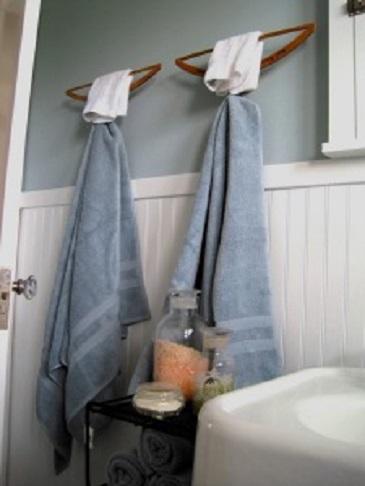 Perchas reutilizadas como toallero - Handfie DIY