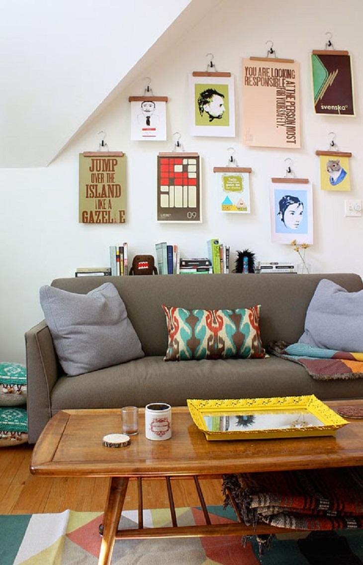 colgar laminas con perchas para tu decoracion - Handfie DIY