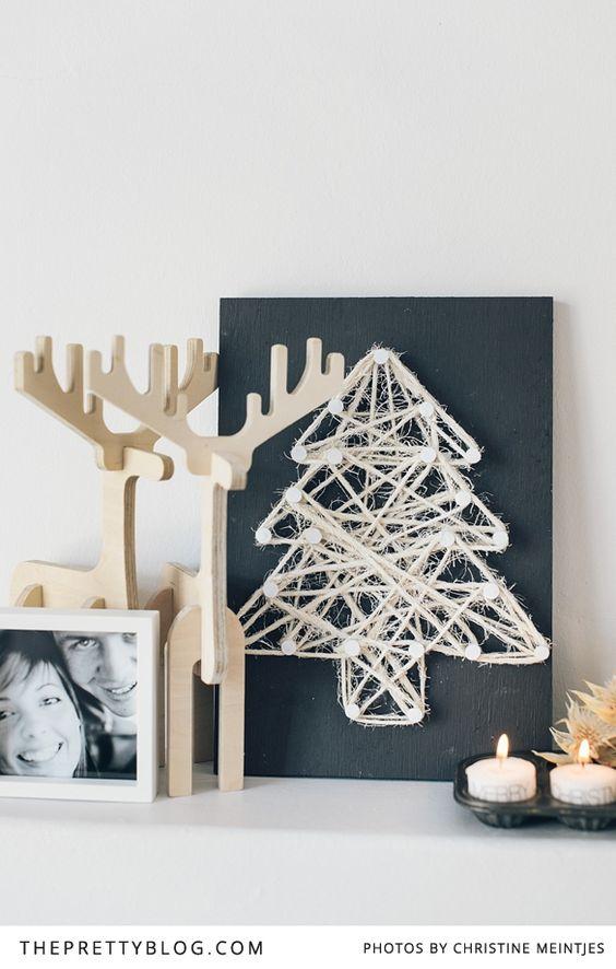 Árbol de Navidad en un cuadro con cuerda