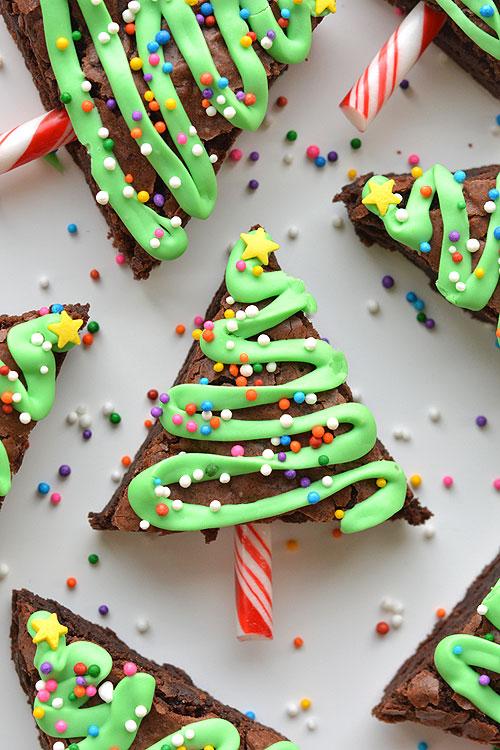 Pasteles con forma de árbol de Navidad
