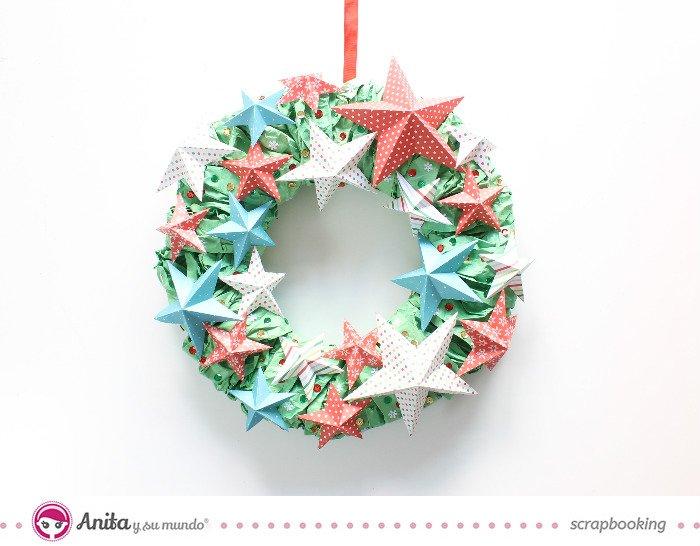 Corona navideña de cartón, papel y lentejuelas