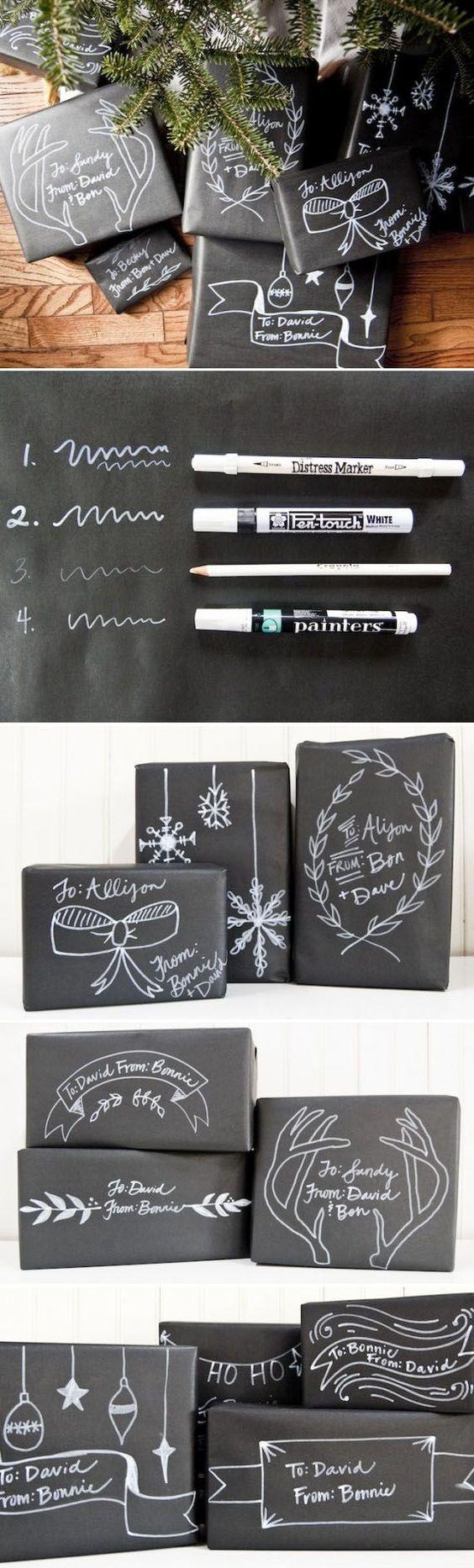 Envoltorios de paquetes o empaquetados para regalos en navidad con papel negro y decorándolo con rotuladores y lápices e color blanco de distintos grosores.