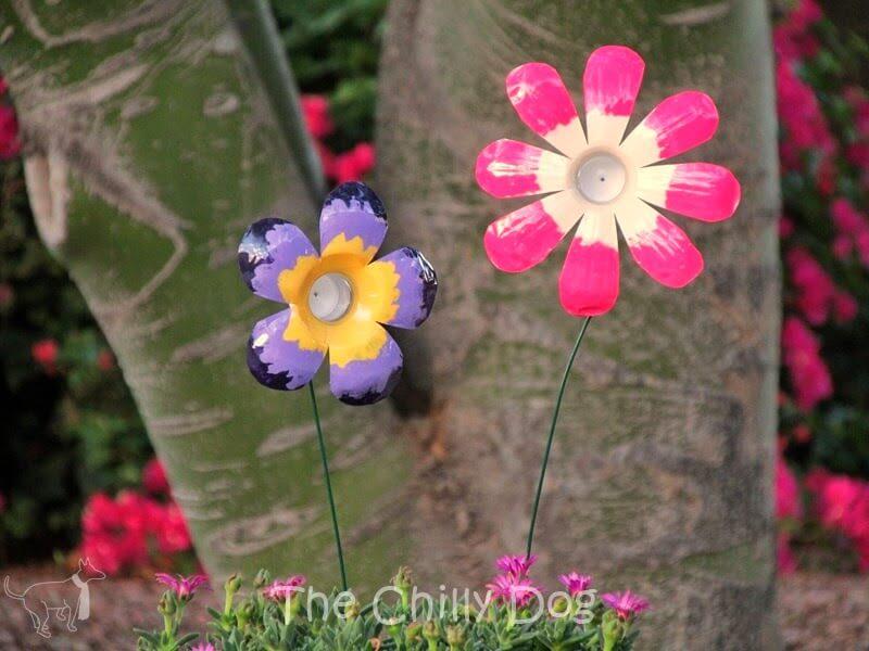 Flores DIY hechas con botellas de plástico