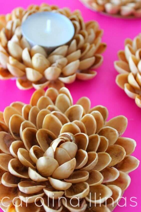 Portavelas hechos con pistachos
