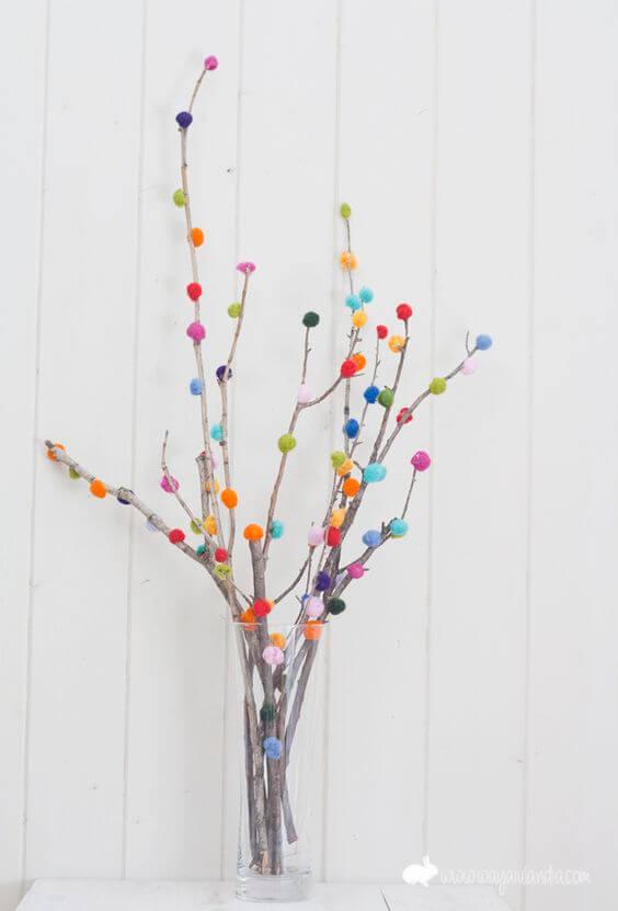 Ramas decoradas con pompones