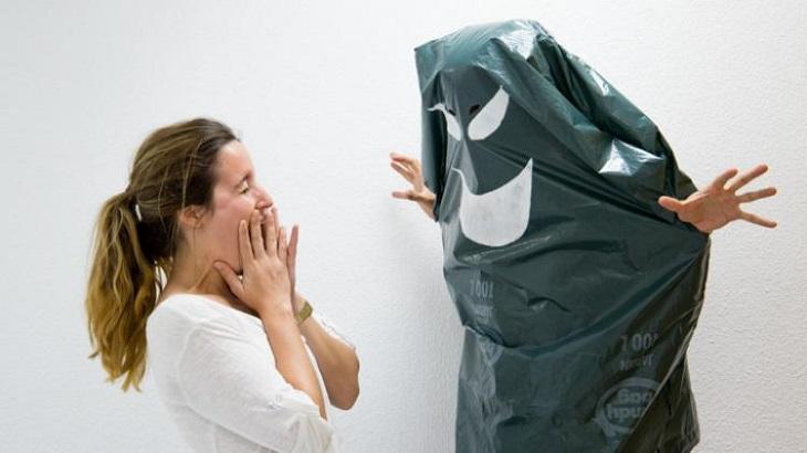 Disfraz fantasma con una bolsa de basura - Handfie DIY