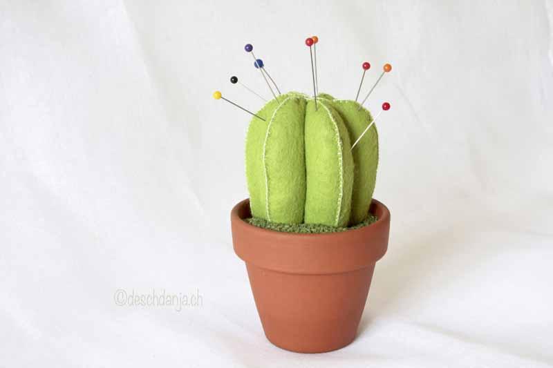 Alfiletero con forma de cactus