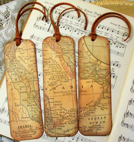 Marcapáginas original con mapa en madera