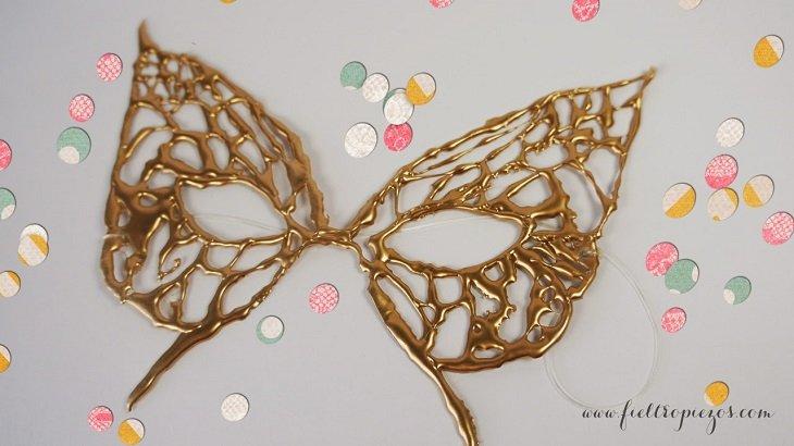 Máscara diy con cola termofusible para Carnaval