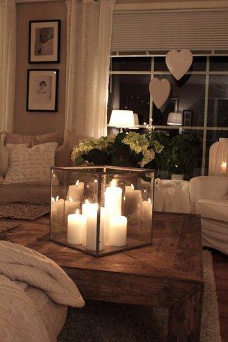 Decoración romántica para momentos especiales como san valentin o bodas cuboi de crital para centro de mesa con velas blancas dentro