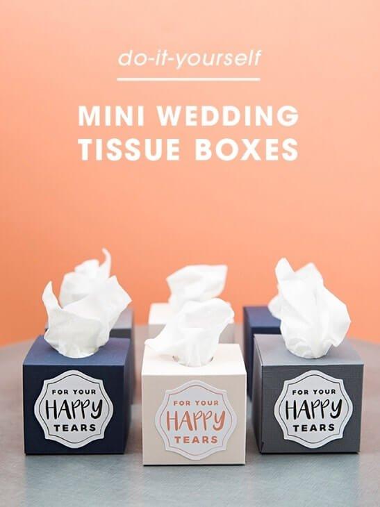 Manualidades fáciles de boda: caja de pañuelos regalo