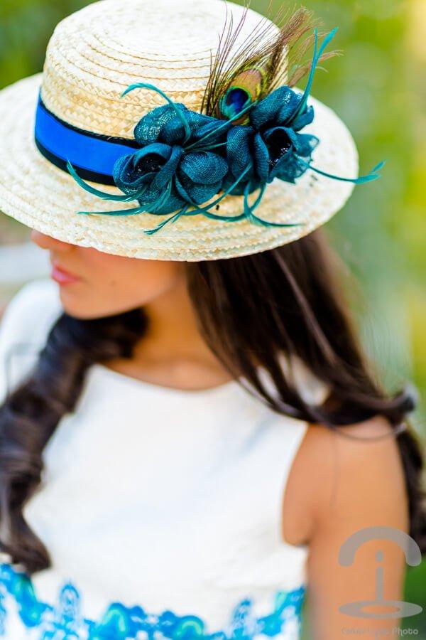 Sombrero paja con tocado flores azulado bodas