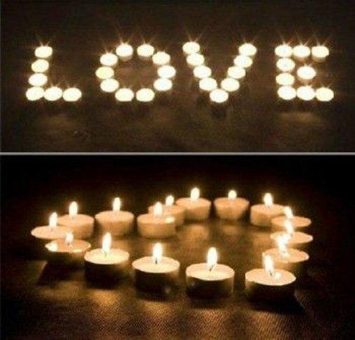 Decoracion romantica para momentos especiales como san valentin o bodas con velas haciendo fromas de corazon y la palabra love
