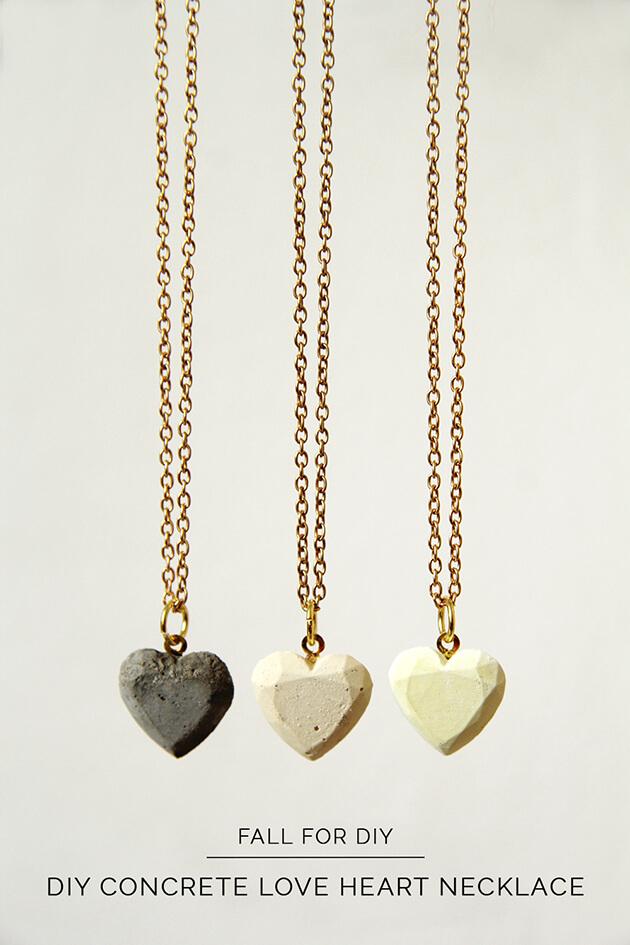 collares diy con forma de corazon con cemento