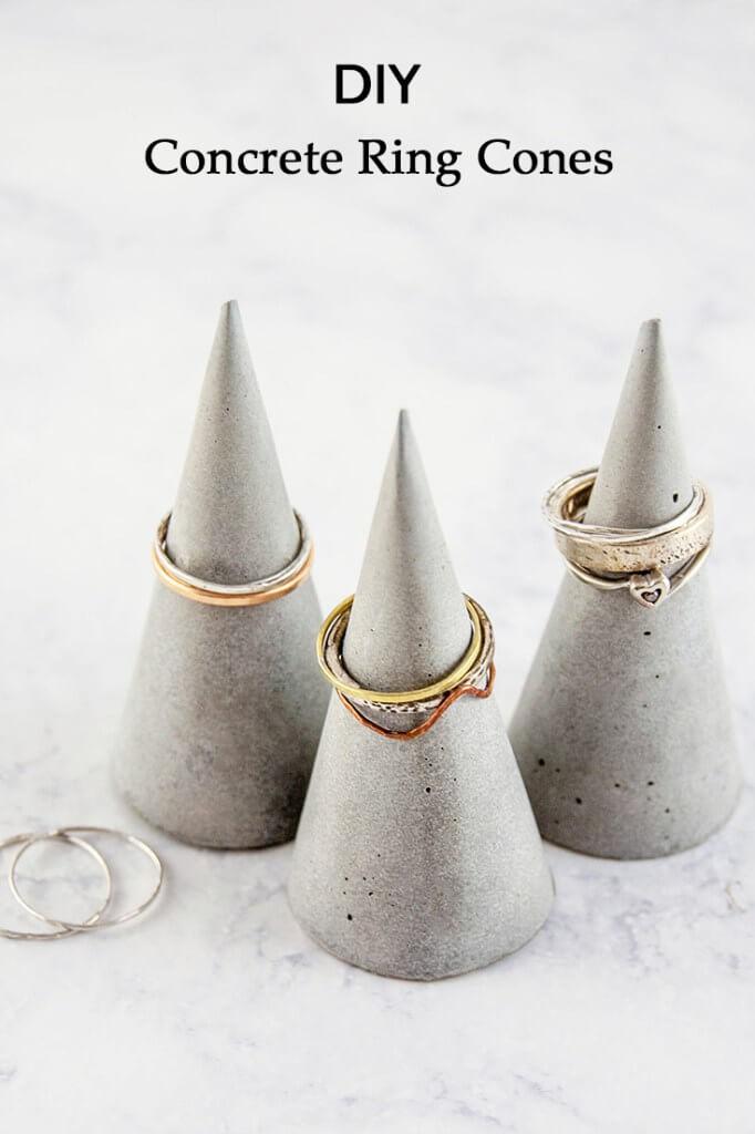 organizador de anillos en forma de triangulo hecho con cemento