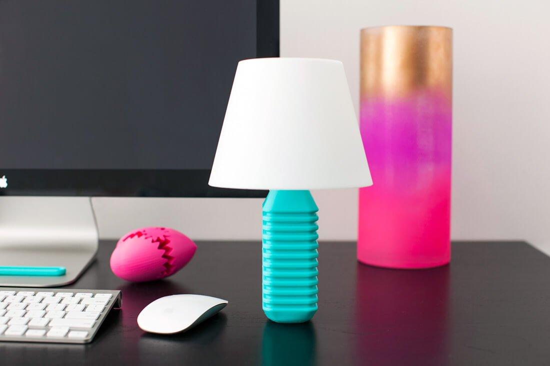 Lámpara hecha con una botella reciclada