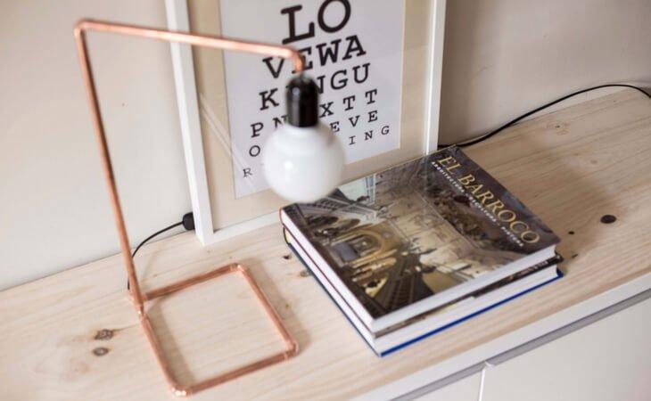 Lámpara de mesa con cobre