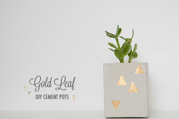 macetero de cemento con toques dorados