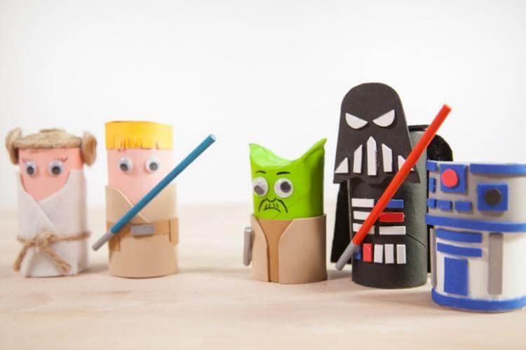 muñecos star wars con rollos de papel y goma eva