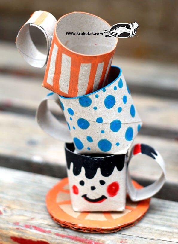 manualidad infantil de tazas con rollos de papel