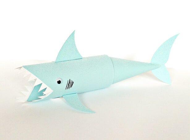 tiburón con rollos de papel para hacer con niños