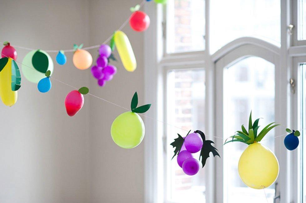 Guirnaldas con globos de formas de frutas