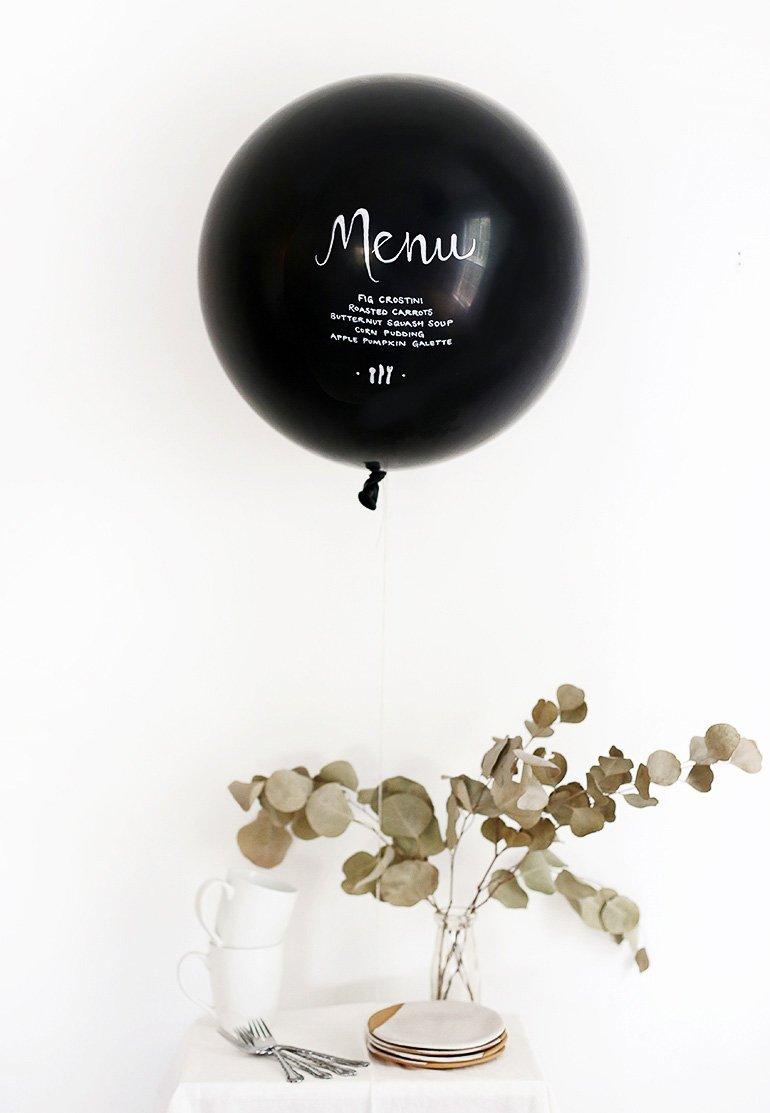 Escribir el menú de una comida de fiesta en globos