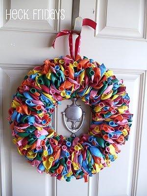 Corona para la puerta con globos