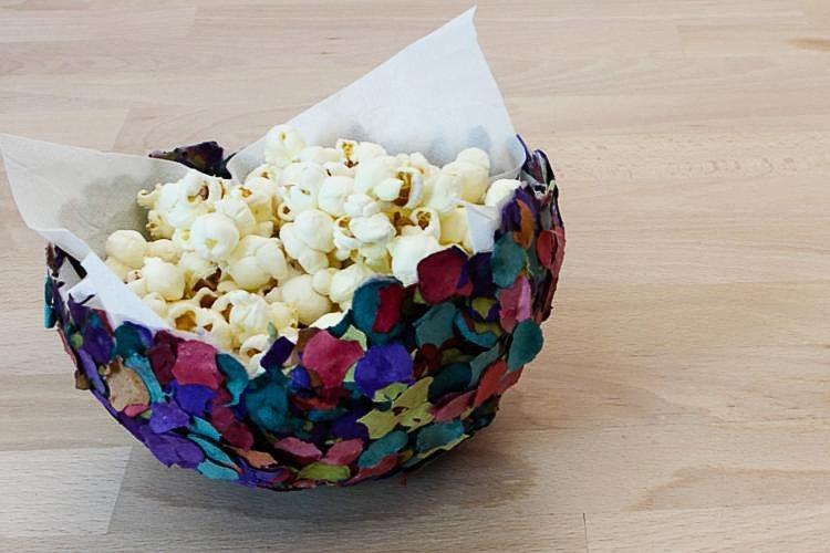 cuenco con confeti hecho con globos