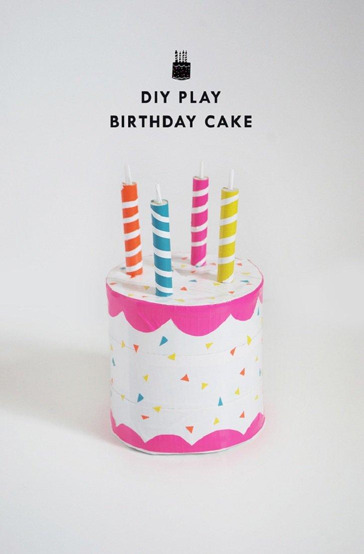 Tarta de cumpleaños con cartón