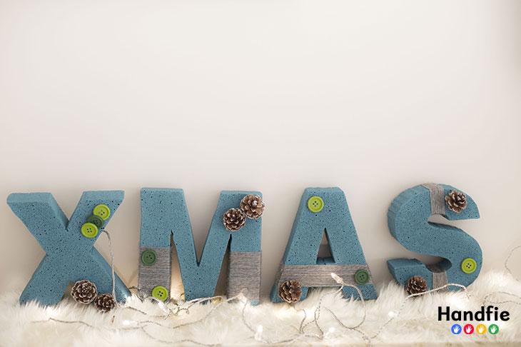 10 ideas de adornos diy que puedes hacer en casa handfie - Decorar letras de corcho blanco ...