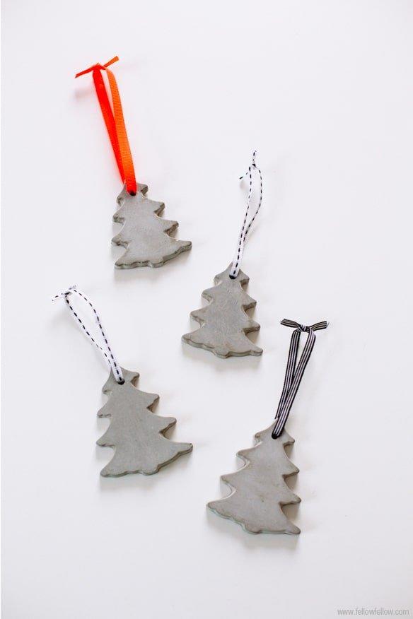 Adorno navideño con cemento