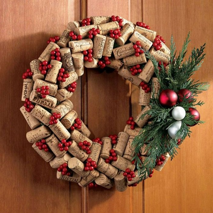 Como hacer coronas navideñas con corcho