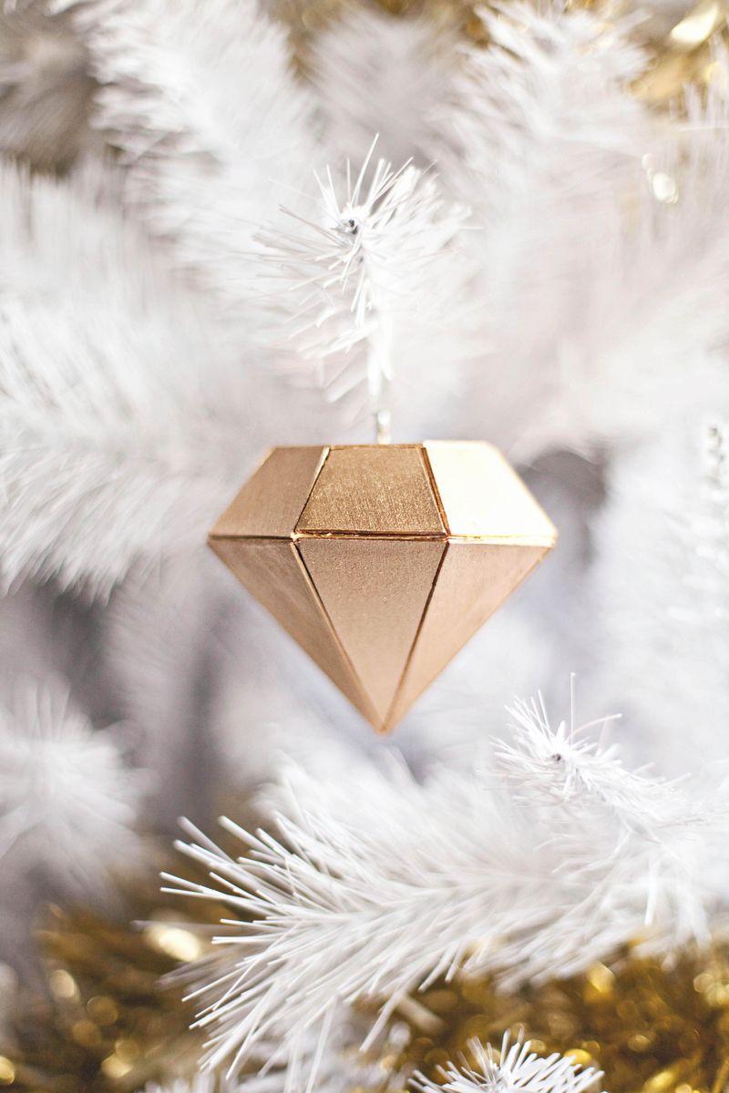 Adornos de Navidad con madera dorada