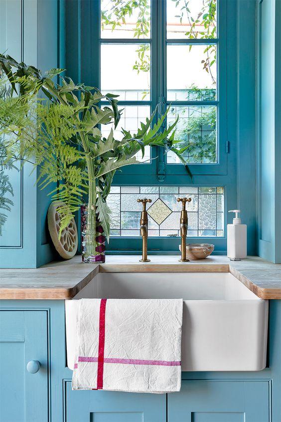 Los colores pantone del siglo xxi la gu a definitiva en - Cocinas azul tierra ...