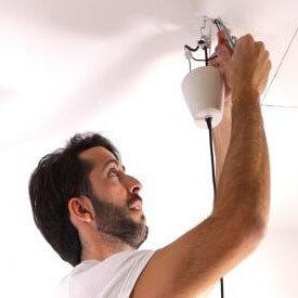 C mo colgar una l mpara de techo handfie diy - Instalar lampara techo ...