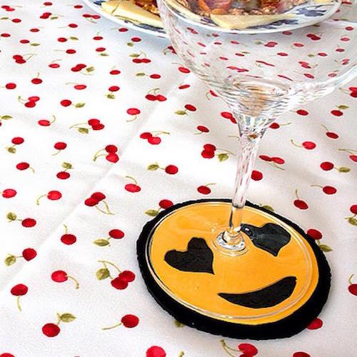 57610f8abba80_Posavasos-de-corcho-con-emojis-Handfie-DIY-5-ok.jpg