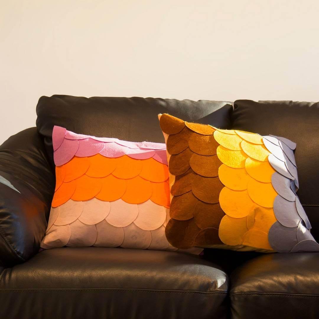 Cojines decorados con escamas de fieltro | Handfie DIY