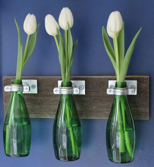 Jarrones hechos con botellas de vidrio recicladas