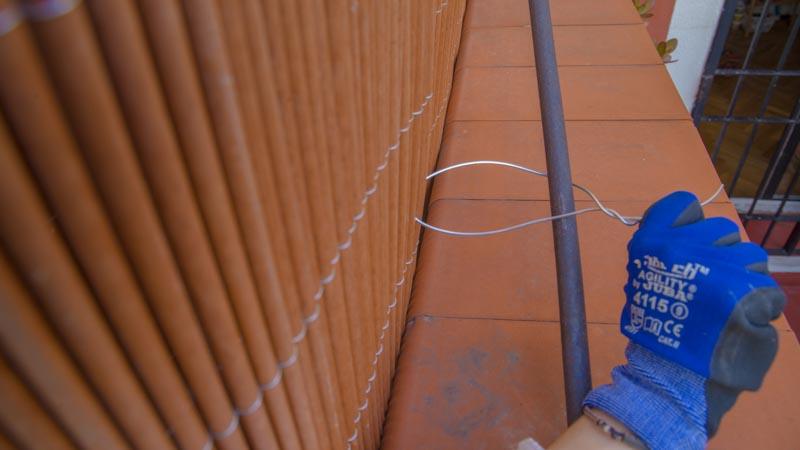 sujeción del mimbre con alambre