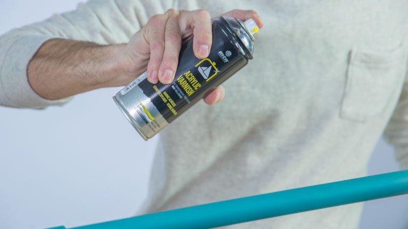 Barniz para proteger el zapatero con tubos de PVC
