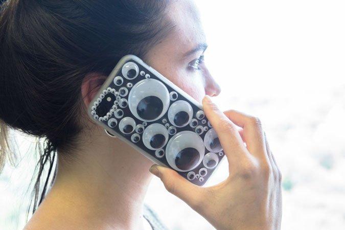 Funda de móvil customizada con ojos de plástico