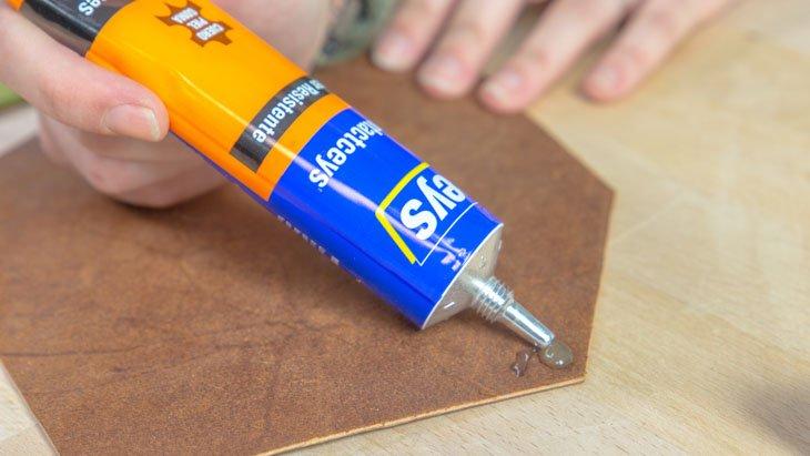 Cola de contacto CEYS para pegar cuero y madera