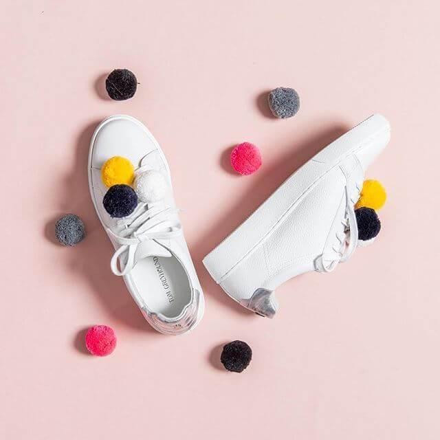 Customizar ropa 8 ideas para personalizar zapatillas - Pompones para zapatillas ...