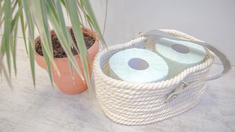 Cesta hecha con cuerda de algodón para poner el papel higiénico