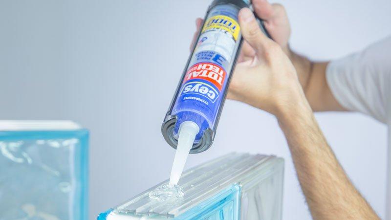 Aplicación del adhesivo sellador